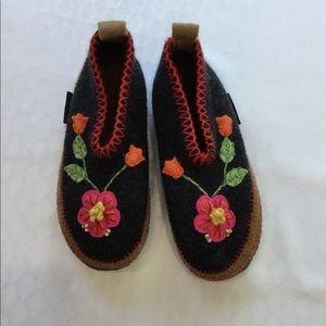 Women's Giesswein slippers